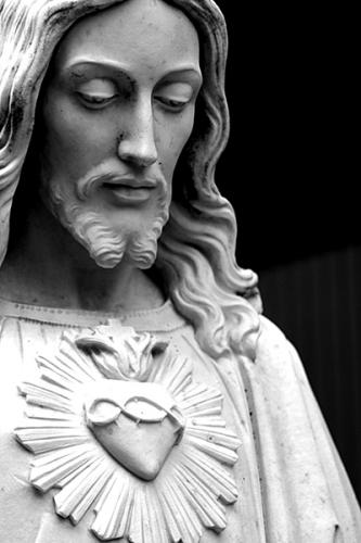 Benoît XVI,angelus,coeur,christ,présence,centre,vie,source,bonté,vérité,silence,mois de juin,dévotion,Sacré-Coeur,prière,offrande