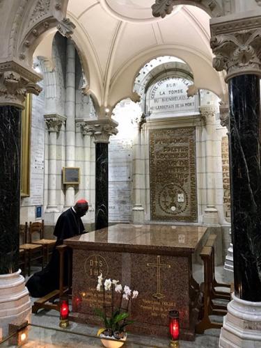cardinal-sarah-tombe-saint-louis-marie_600.jpg