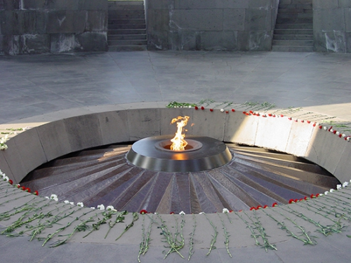 armenie-flamme-du-memorial_550.jpg