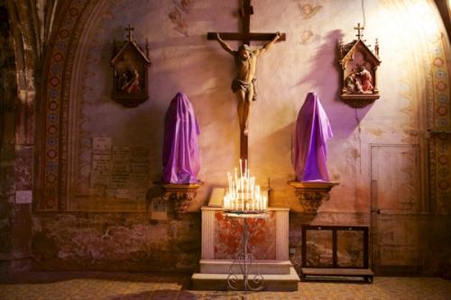 purple-veil-statues_1a.jpg