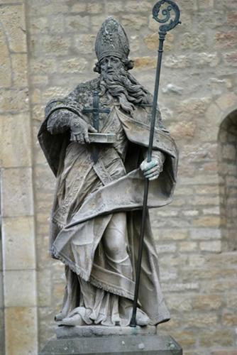 Saint_Boniface_statue_b.jpg