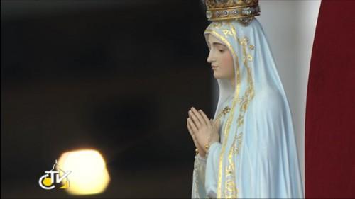 place st pierre,procession,statue,notre-dame,fatima,veillée de prièr