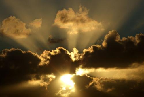 nuages-rais-soleil-3.jpg