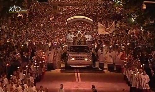 St Pierre-Julien Eymard,eucharistie,Saint Sacrement,Fête-Dieu,gloire,Jésus,Christ,roi,règne,Eglise,soleil,fête,procession,France,adorateurs