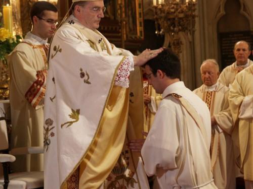 Prière,Notre-Dame,Sacerdoce,prêtres,Mgr Rey