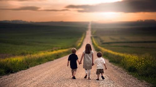 children_holding_hands_2a.jpg